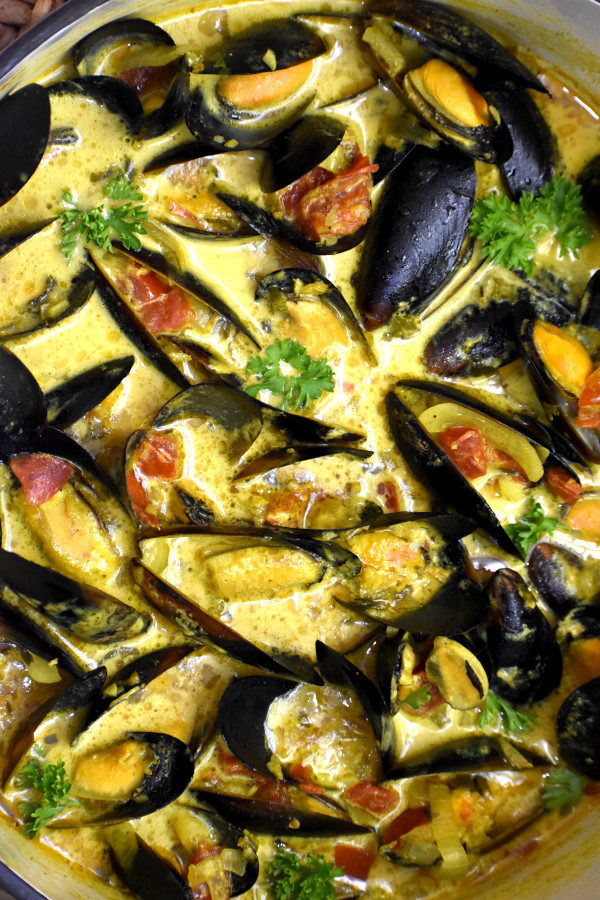 close up picture of caribbean coconut mussels