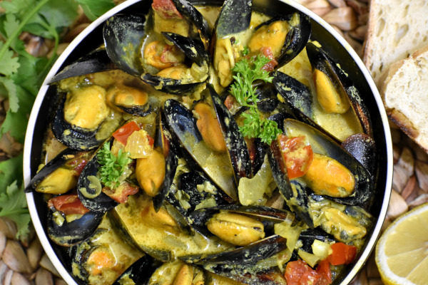 caribbean coconut mussels in a bowl