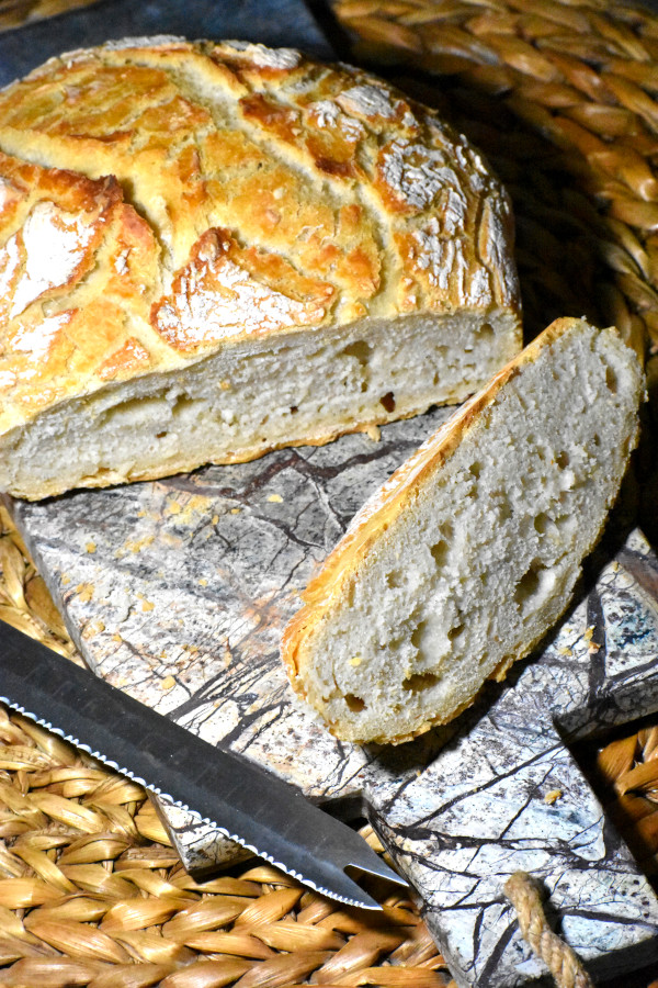 miracle no-knead bread, sliced