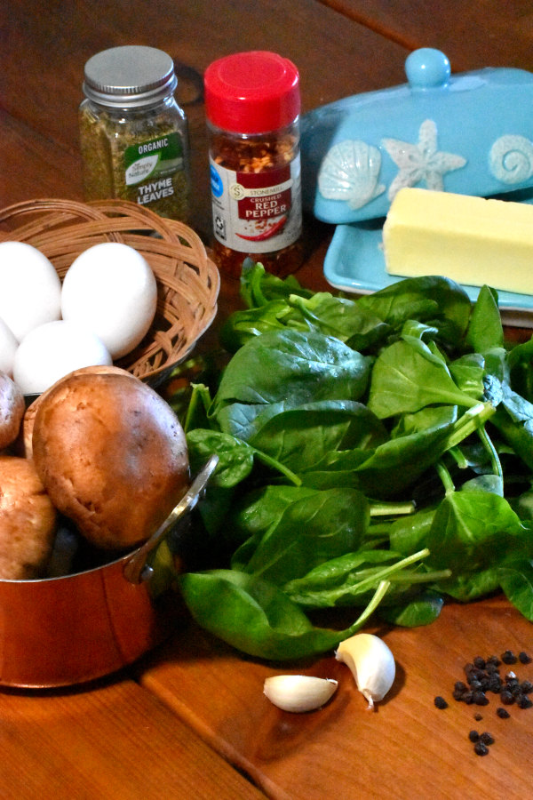 ingredients for mushroom, spinach and egg breakfast skillet