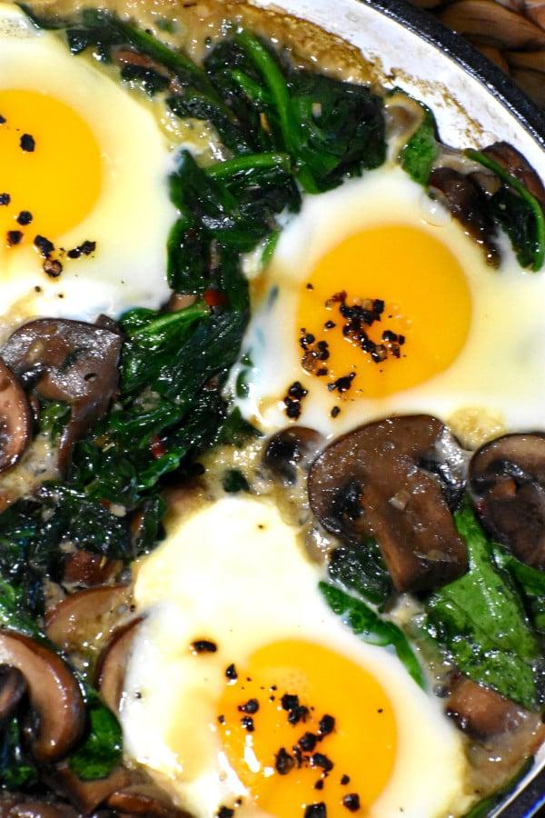 mushroom, spinach and egg breakfast skillet