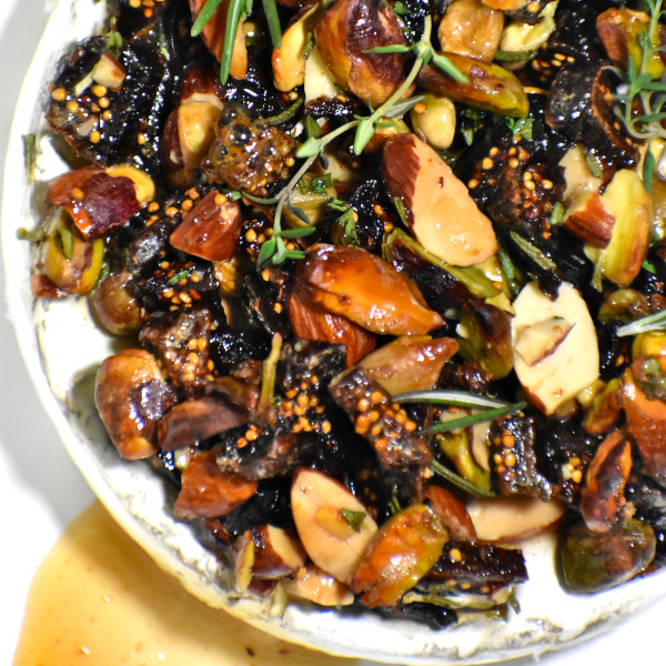 Easy Baked Brie with Nuts and Honey