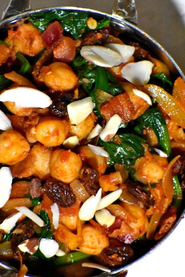 close up of espinacas con garbanzos