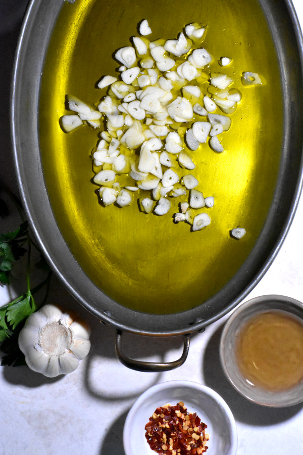 Garlic and oil in a pan.