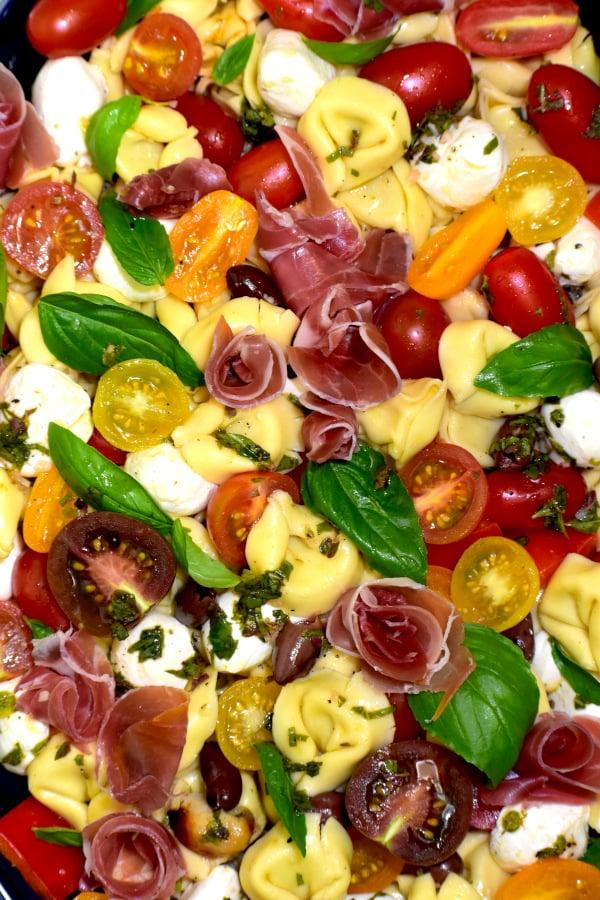 close up of this tortellini pasta salad