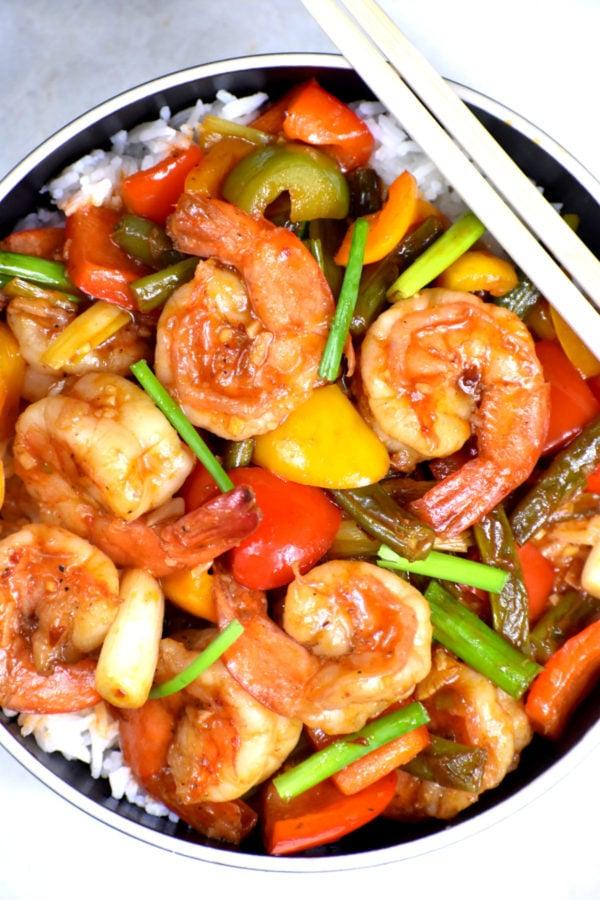 A bowl of Hunan shrimp over rice.