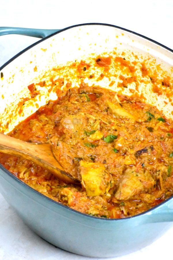 Side view of this yummy pot of curry.
