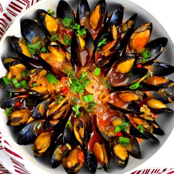 Portuguese Mussels (Moules à la Portugaise)