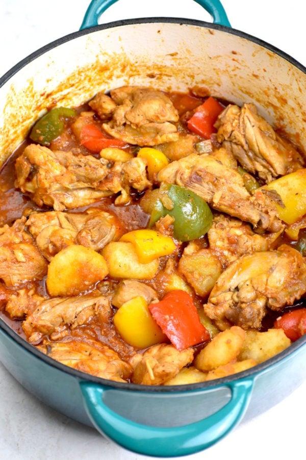 Big potful of chicken asado.