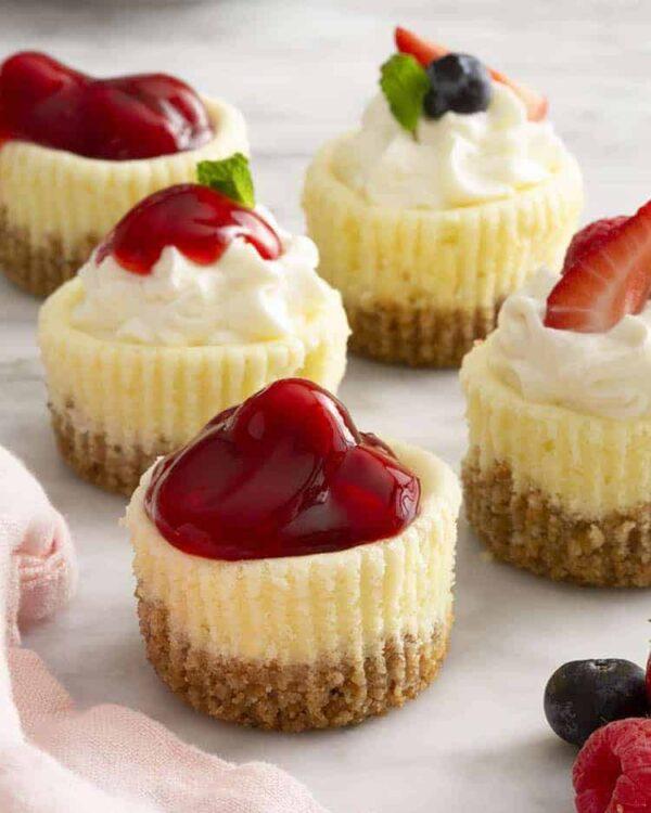 40 BEST Potluck Recipe Ideas - mini cheesecakes.