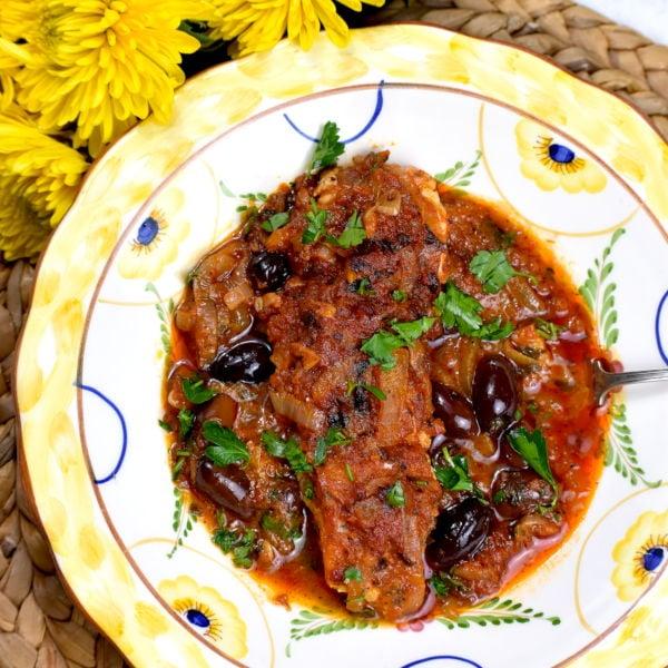 Psari Plaki – Greek Baked Fish with Onions & Tomatoes