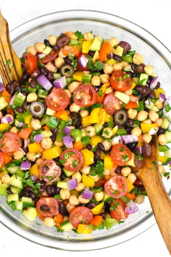 Balela salad in a glass bowl.