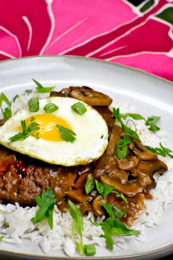 Side view of the serving of loco moco.