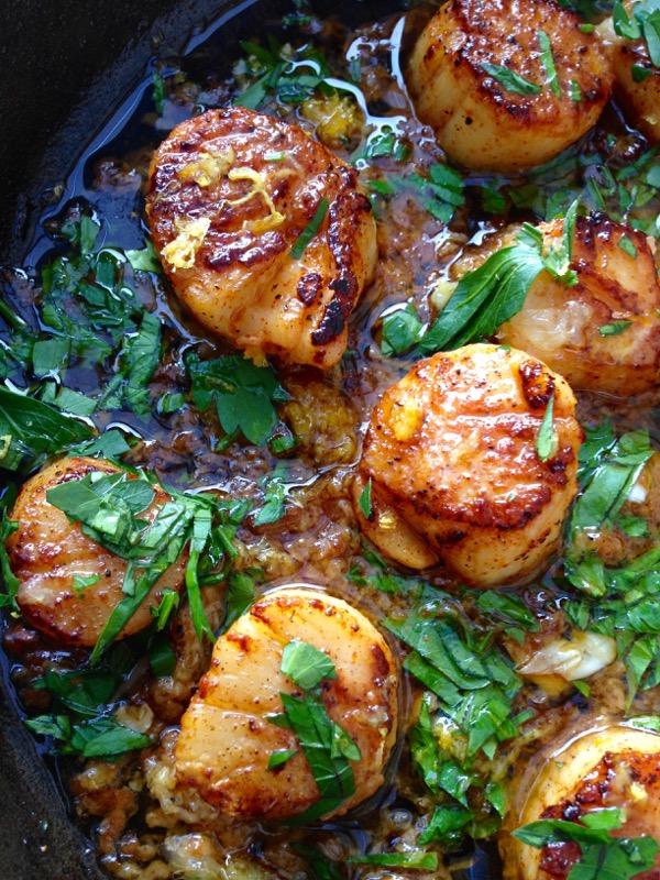 The 25 BEST Scallop Recipes - Italian garlic.
